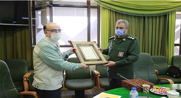 مدیرعامل فولاد مبارکه به مناسبت هفته بسیج،از فرمانده ناحیه مقاومت بسیج تقدیرکرد