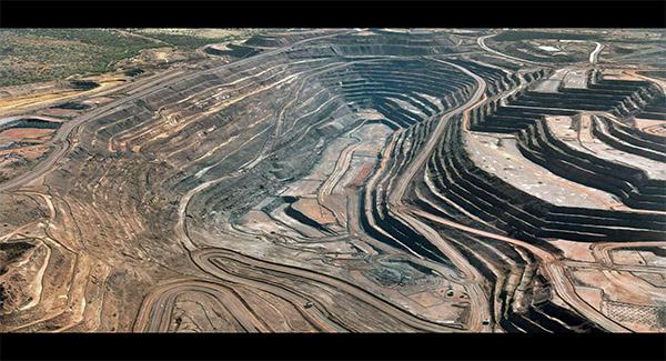 تعیین مالیات بر سنگ معدن از خام فروشی فولاد جلوگیری می کند