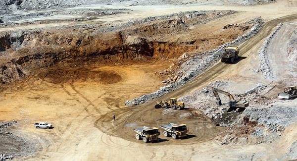 استخراج سالانه ۳.۸ میلیون تن مواد معدنی در خوی