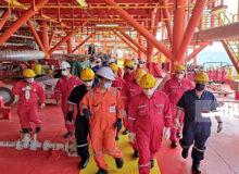 معاون سازمان برنامه و بودجه از مناطق عملیاتی فلات قاره بازدید کرد